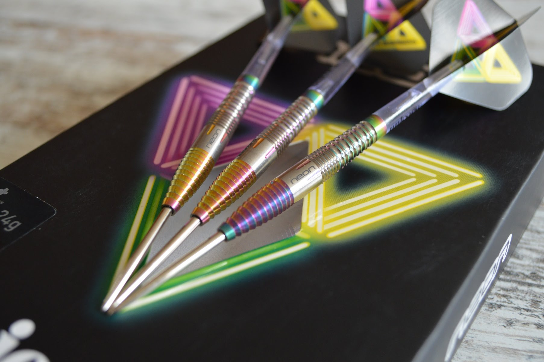 UNICORN STEEL TIP DARTS - NEON 1 DNA 90 TITANIUM TUNGSTEN [22G]