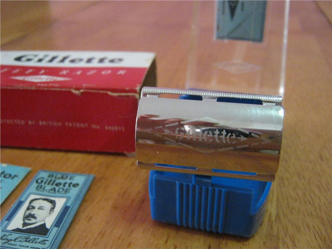 Vintage GILLETTE SAFETY RAZOR MADE IN ENGLAND W/Case & 3 Blades