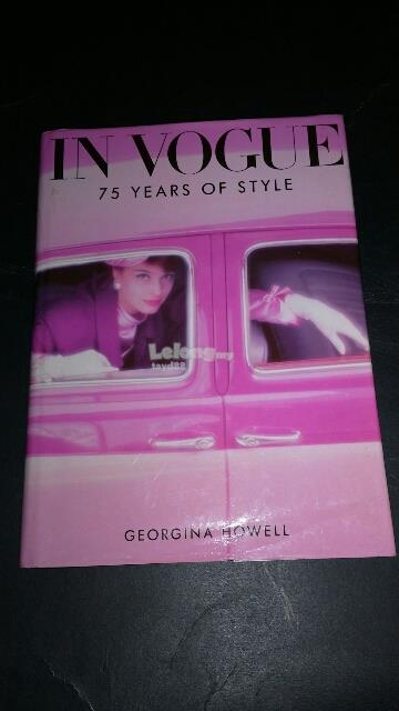 IN VOGUE - 75 YEARS OF STYLE HARDCOVER BOOK BUKU