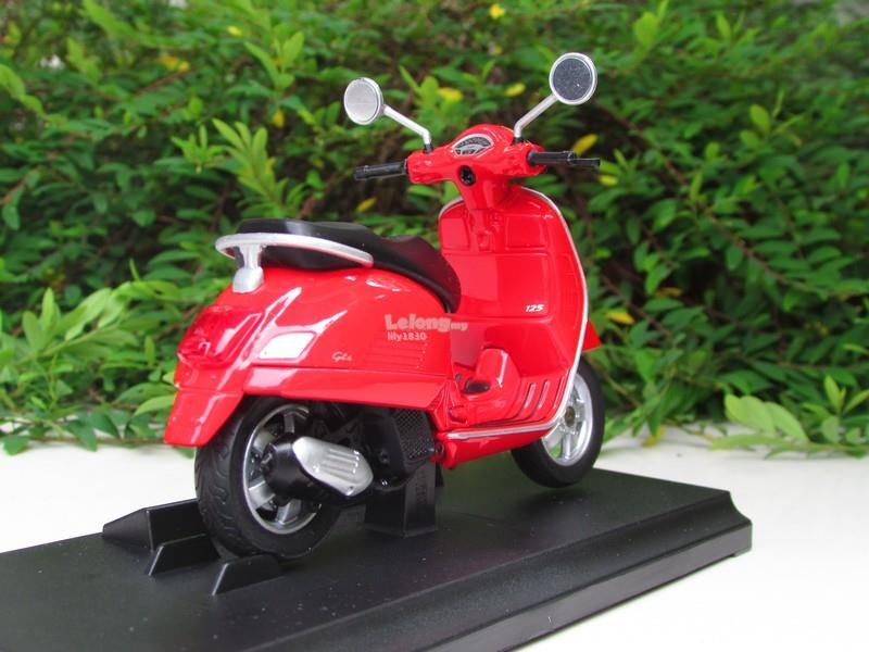 Welly 1/18 Diecast 2017 Vespa GTS 125cc (Red)