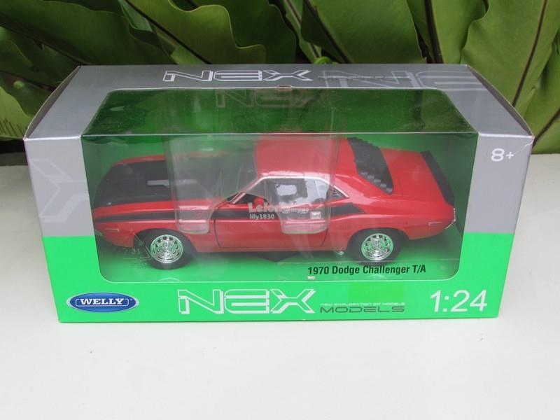 Welly 1/24 Diecast Car 1970 Dodge Challenger TA (Red)