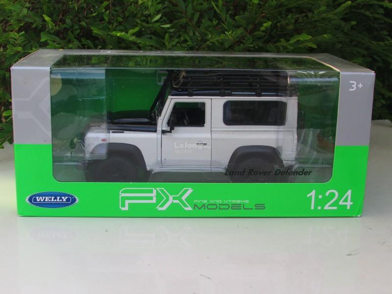 Welly 1/24 Diecast Land Rover Defender 90 Adventure Edition (White)