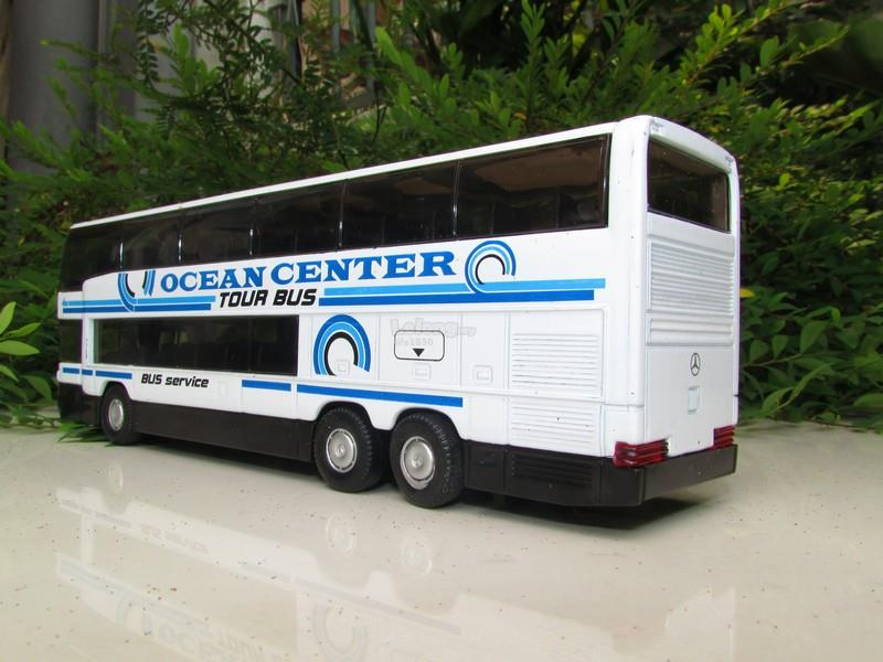 Welly 1/64 Diecast Super Coach Bus Mercedes Benz MB0404 DD (White)