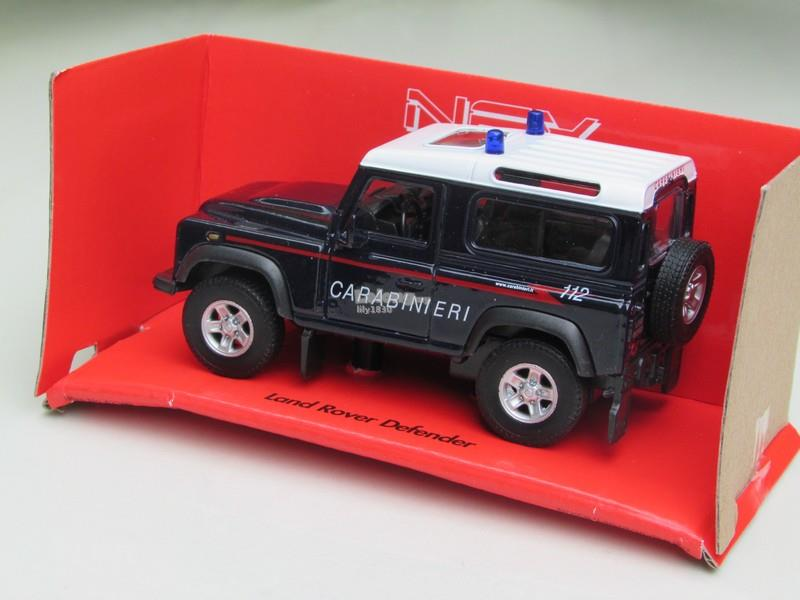 Welly (11cm) Diecast Car Land Rover Defender Black CARABINIERI