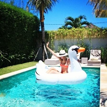 White Swan Giant Inflatable White Swa End 3 2 2020 6 06 Pm