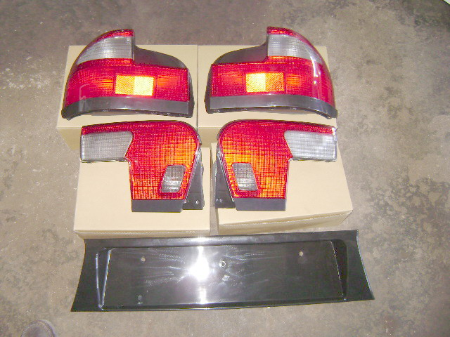 <B>Wira Tail Lamp Full Set</B>