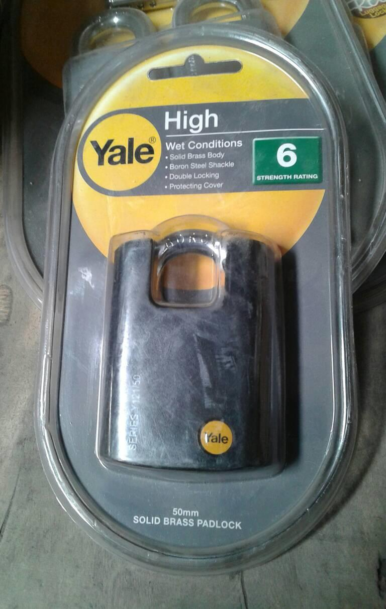 Yale Y121/50/132/1 50mm Brass Padlock Closed Shackle