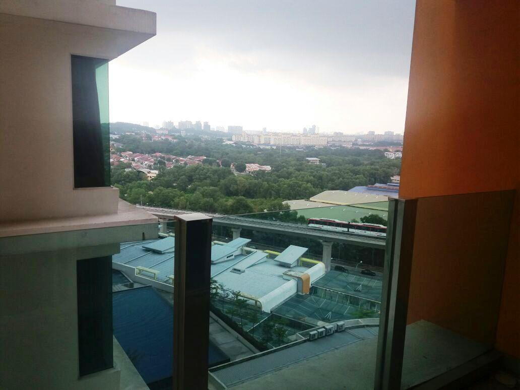 The Zest Condo for sale, 2 side by side car parks, Renovated, Puchong