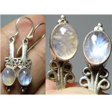A pair of flower design white Labradorite lady silver ear ring - 2.56g