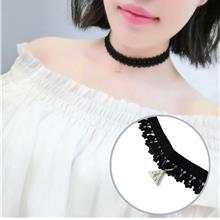 Simple Lace Clavicle Necklace (Diamond Triangle)
